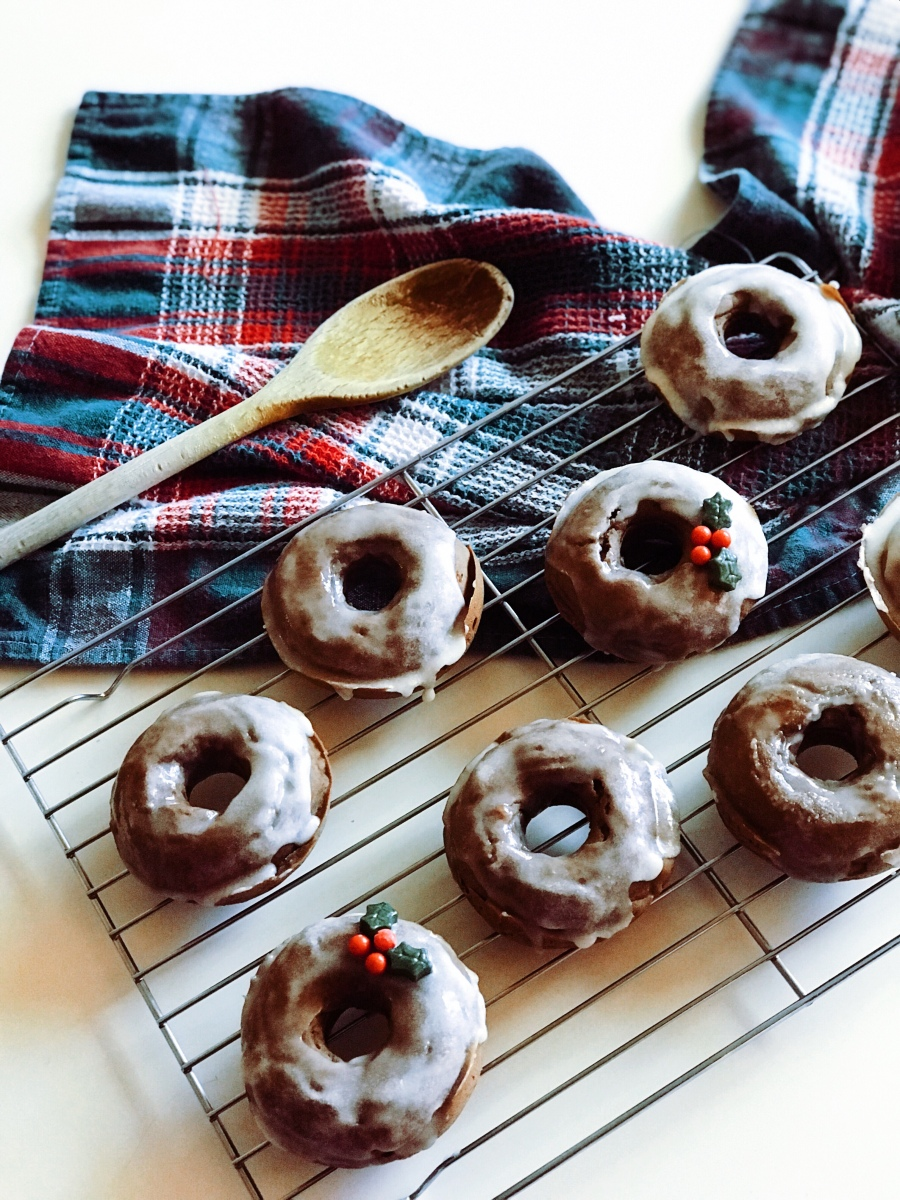 Healthy Baked Gluten-Free Peppermint Donuts with Collagen and Tea